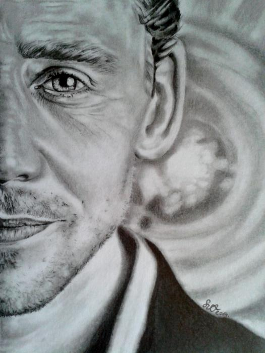 Tom Hiddleston por Adrienne